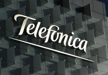 TELEFÓNICA MANTIENE EL PULSO DE LA FIBRA CON LA CNMC, PERO SIGUE INVIRTIENDO