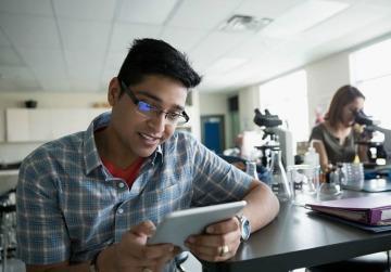 DISMINUYENDO LA BRECHA DIGITAL: LOS BENEFICIOS DE LA TECNOLOGÍA EN LA EDUCACIÓN