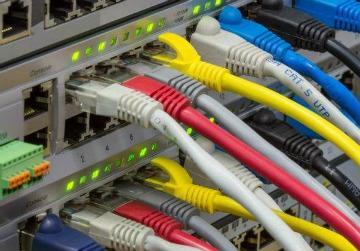 LA FIBRA ÓPTICA APAGA EL COBRE: TELEFÓNICA CONFIRMA EL CIERRE DE 68 CENTRALES HASTA EL 2022