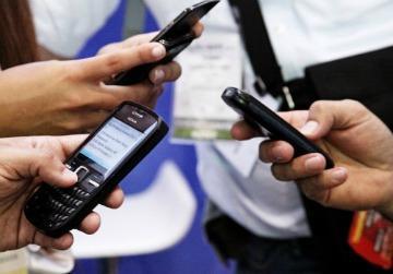 Operadores de telefonía móvil en Colombia se quejan por nuevas regulaciones de la CRC