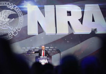 La NRA es más peligrosa que los tuits de Trump