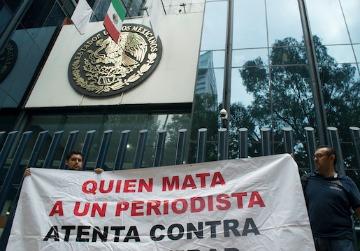 PGR ofrece 1.5 mdp por asesinos de periodistas