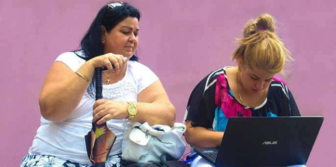 Poco a poco los cubanos van conociendo el Internet